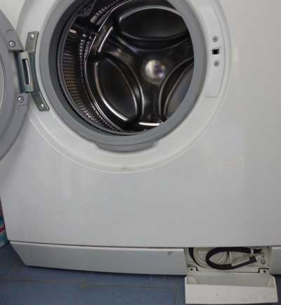 Nieuwe wasmachine stinkt naar rubber